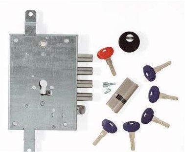 ¿Qué otros dispositivos de seguridad recomiendan instalar los cerrajeros además de las cerraduras anti-bumping?